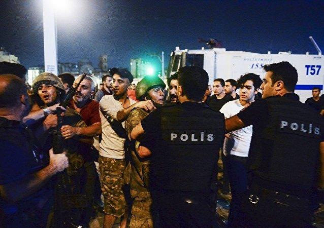 土耳其共有超过3.5万人因涉嫌参与未遂政变被拘留