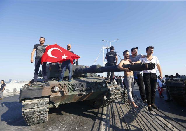 土耳其议会谴责该国未遂军事政变