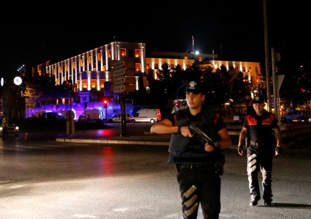 土耳其军方结束对政变支持者的行动
