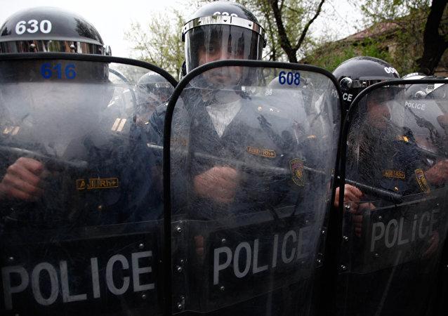 亚美尼亚警方再次向被占埃里温巡警部队大楼附近增派警力