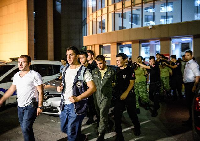 土耳其副总理:政变后国家上千军人被通缉