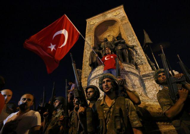 土耳其执政党副主席:安卡拉将审议外国势力可能参与土耳其叛乱的问题