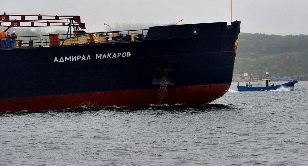 俄黑海舰队巡洋舰在地中海演习中击退假想敌