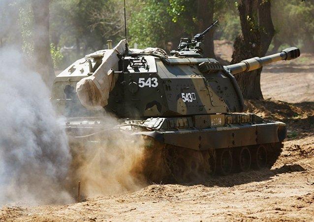 俄东部军区炮兵部队在外贝加尔边疆区进行训练