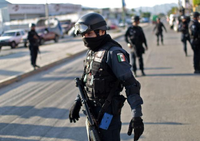 墨西哥军队与伪装军人的匪徒交火致9人死亡