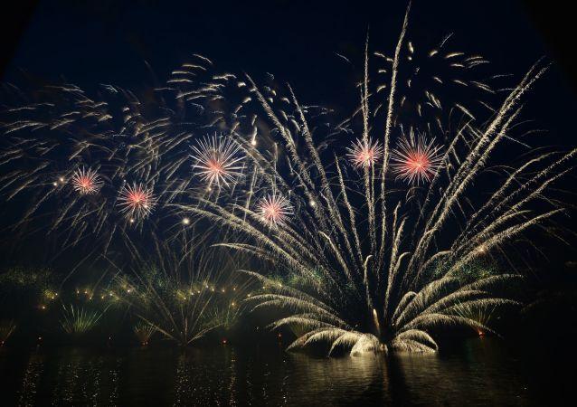 5月9日莫斯科节日礼炮鸣响之时将施放1万枚烟花