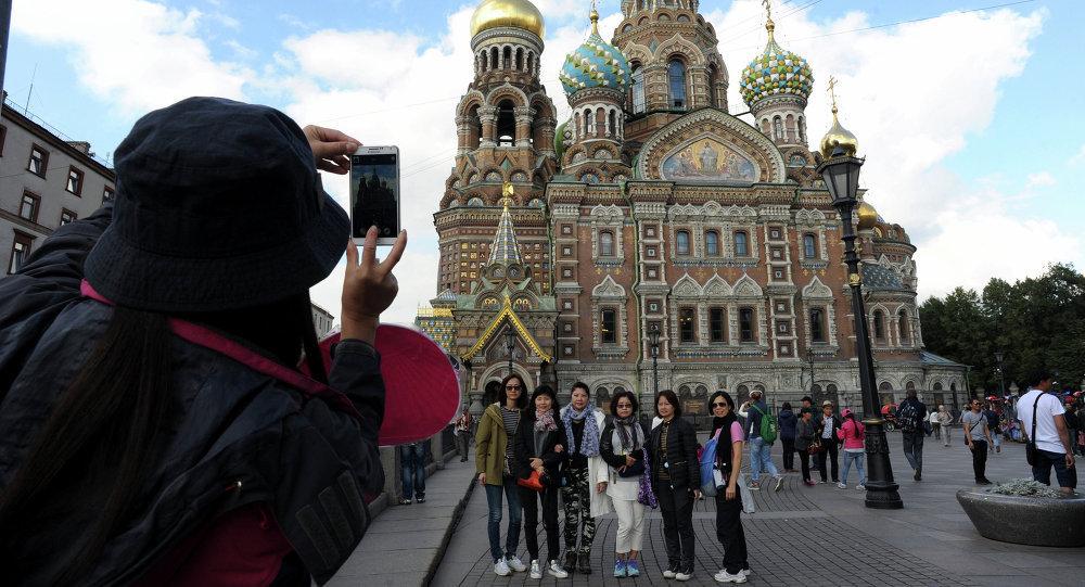 媒体:中国游客每日在俄购物消费高达300美元