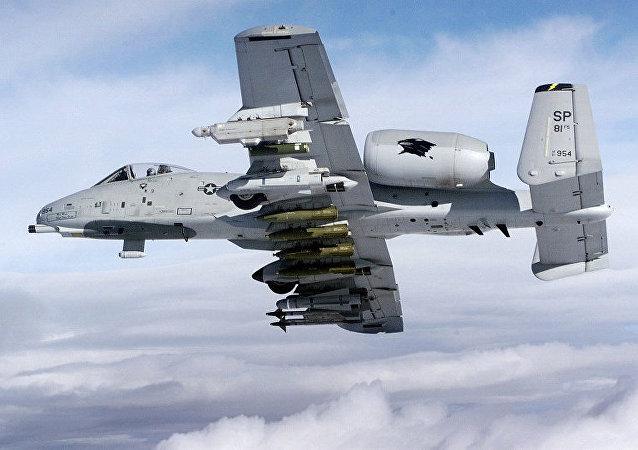 八架美国A-10攻击机抵达爱沙尼亚参加演习