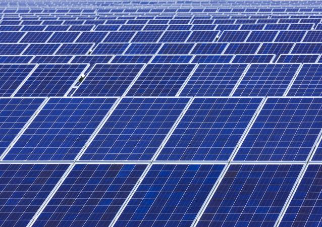 中国在俄投资一亿元建设的太阳能发电站投产