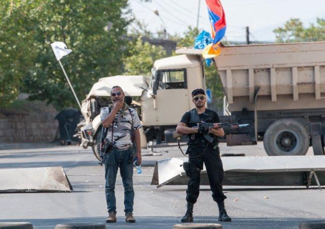 亚美尼亚警察:劫持埃里温巡警团人质的2名武装分子已投降