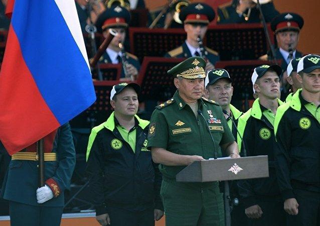 俄防长在莫斯科郊区爱国者公园启动国际军事比赛