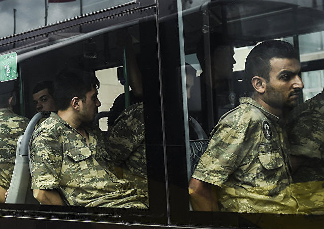 媒体:土耳其涉嫌参与政变的210多名军人被通缉