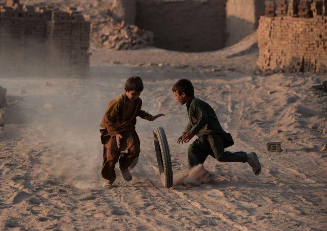 阿富汗5名儿童在炮击中丧生