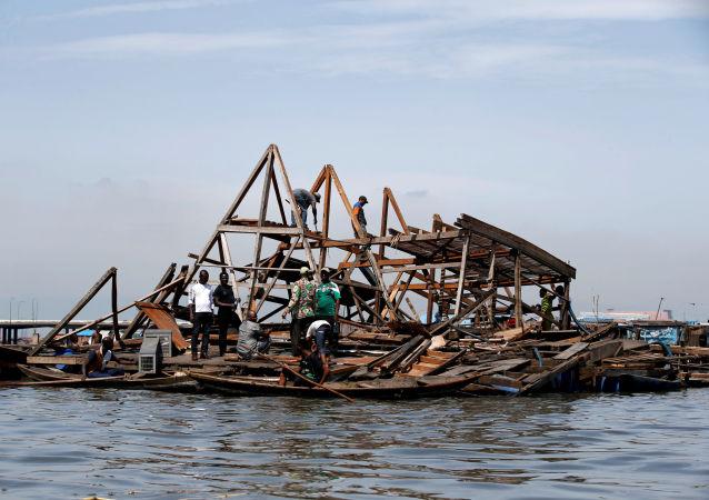 尼日利亚马可可河上被博科圣地摧毁的浮动学校
