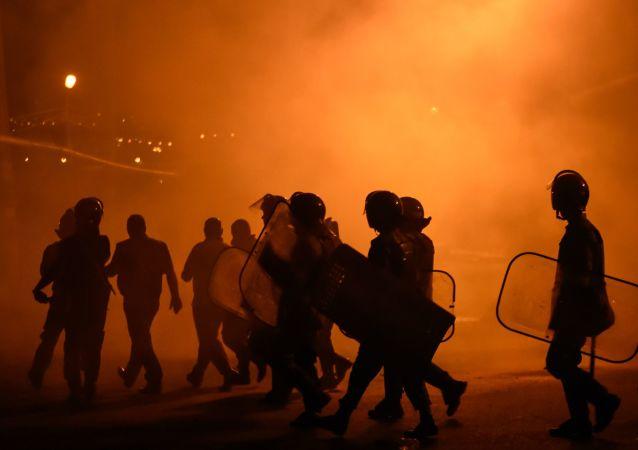 警方:埃里温武装团伙向政府投降  20名恐怖分子被捕