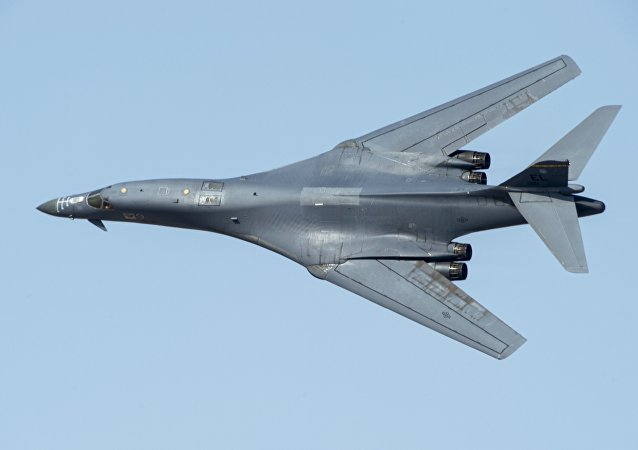 "B-1""枪骑兵""(Lancer)超机动战略轰炸机"