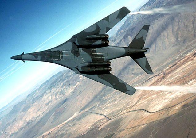 两架美国轰炸机在与朝对抗背景下飞抵韩国