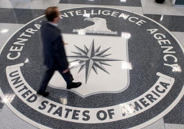 前中情局官员:美国摆脱不了冷战思维