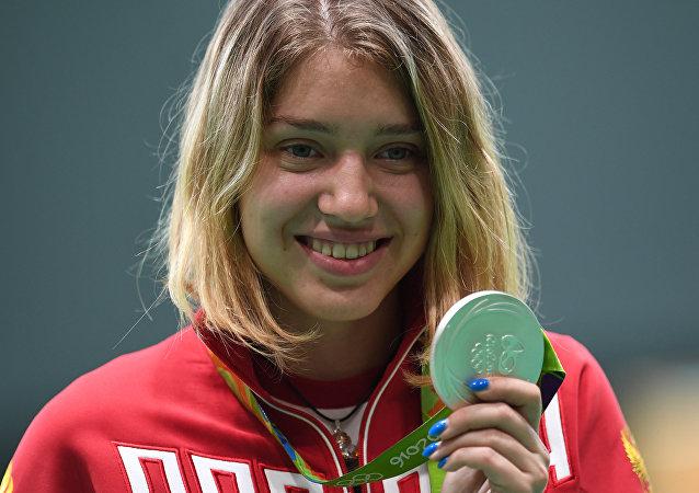 俄女将巴扎拉什金娜赢得女子10米气手枪决赛银牌