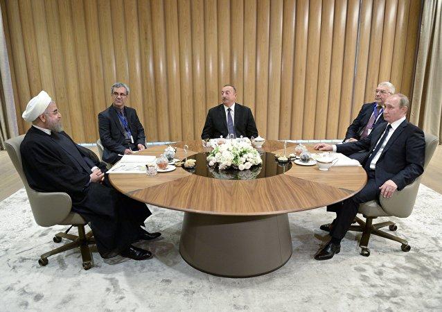 俄罗斯总统普京、阿塞拜疆总统阿利耶夫和伊朗总统鲁哈尼