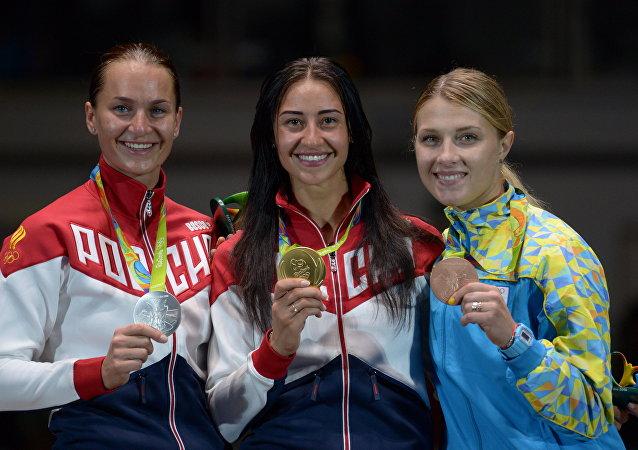 索菲亚∙韦利卡亚(银牌)-- 扬娜∙叶戈尔扬(金牌)-- 奥莉加∙哈尔兰 (铜牌)