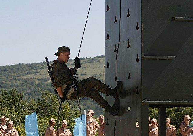 俄空降兵赢得2016年国际军事比赛水上射击竞赛