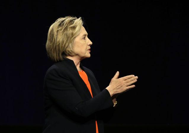 媒体:美国司法部长和联邦调查局局长希望加快对克林顿邮箱案件的调查