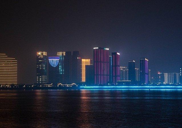 龙永图:跨境电商对全球贸易格局带来新变化