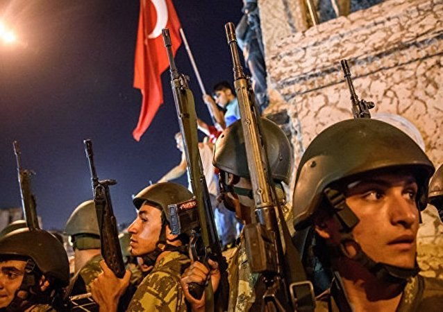 土外长:希腊法庭将于8月底审理土耳其政变逃兵