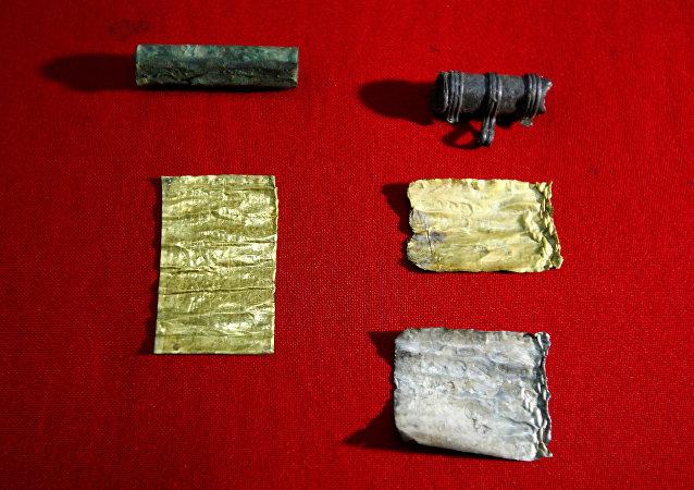 塞尔维亚找到带有妖术咒语的金纸卷