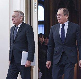 俄外长拉夫罗夫和法国外长艾罗