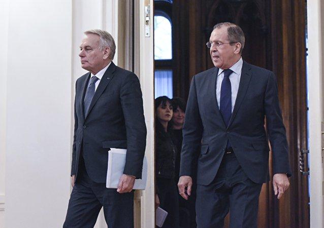 俄外交部:拉夫罗夫与法国外长就克里米亚局势进行讨论