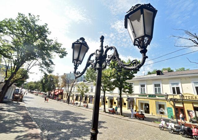 乌克兰敖德萨一栋住宅发生天然气爆炸 从废墟下救出两人