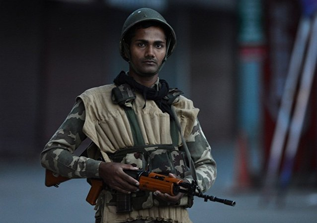 由于骚乱在印度曼尼普尔邦部分地区实施宵禁