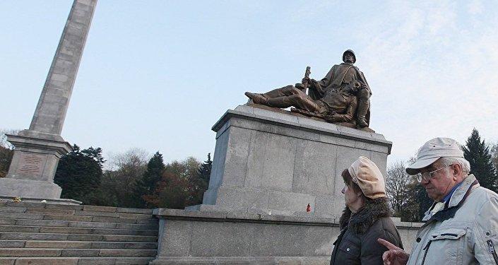 俄外交部:波兰法律修正案或将导致苏联纪念碑被毁