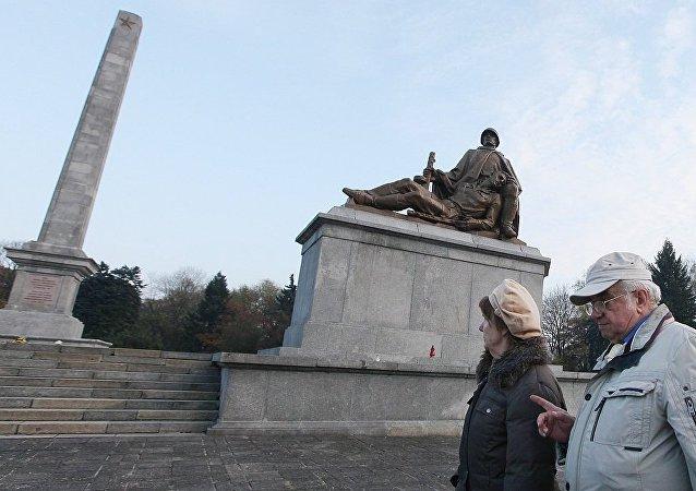 俄外交部谴责波兰境内破坏苏军墓葬行径