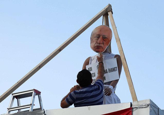 土耳其部长称国内20多万反对派传教士葛兰支持者曾以加密消息沟通