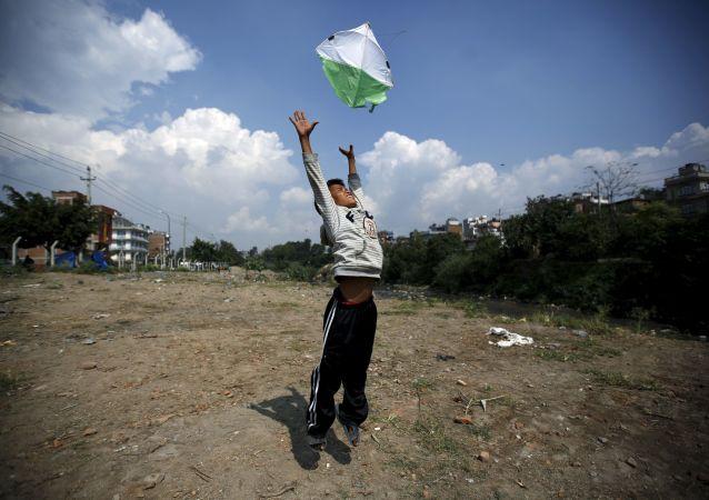 在印度有三人因放风筝死亡