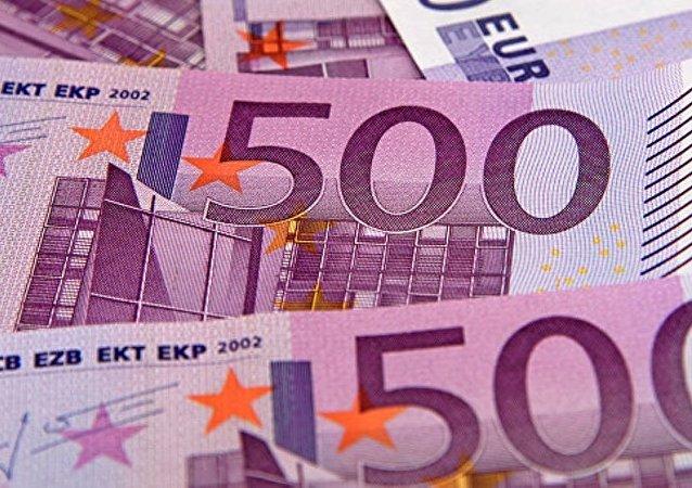 一名意大利官员在自己的办公桌里发现2.5万欧元