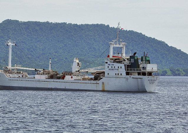 政府:印尼凿沉60艘外国偷渔船