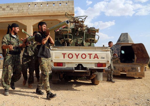 赫梅米姆小组:美国支持的叙反对派让IS武装分子逃出曼比季