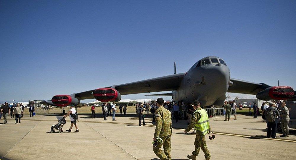 美国B-52轰炸机