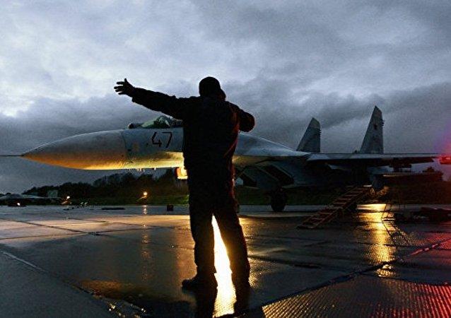 """俄国防部:图-22M3和苏-34轰炸机在叙空袭""""伊斯兰国""""设施"""