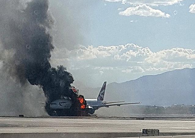 卡塔尔航空一架飞机因发动机起火在伊斯坦布尔机场紧急迫降
