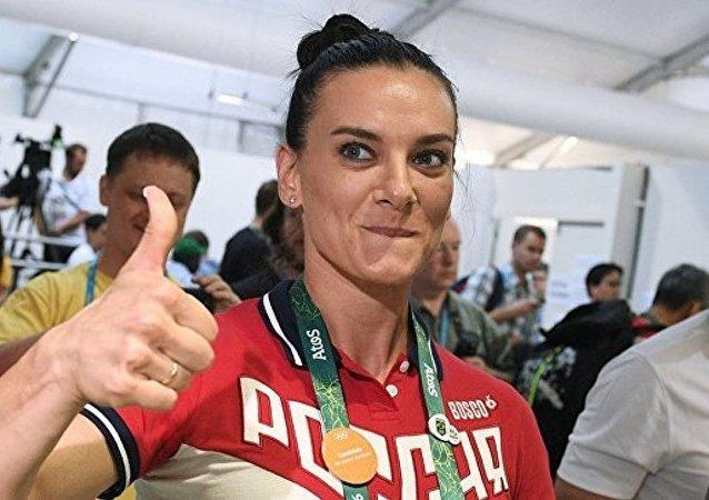 两届奥运冠军伊辛巴耶娃诞下麟儿