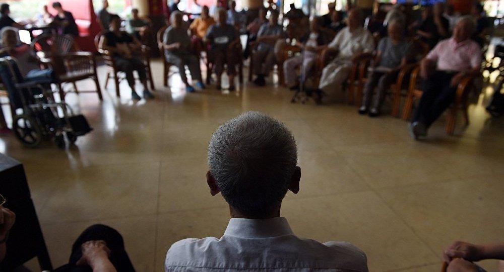 中国国务院政府工作报告:提高退休人员基本养老金