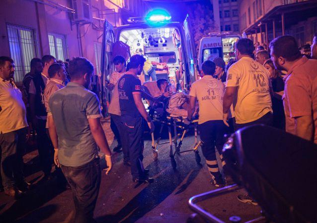 媒体:在土耳其加济安泰普爆炸地发现自杀式恐怖袭击者炸弹腰带残片