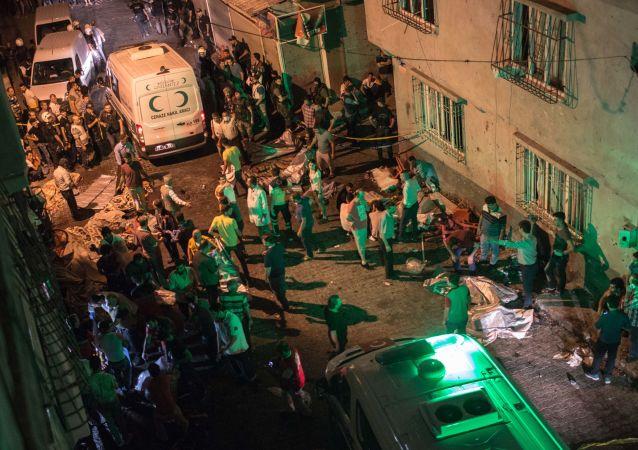媒体:土耳其加济安泰普爆炸案自杀式袭击者12-14岁