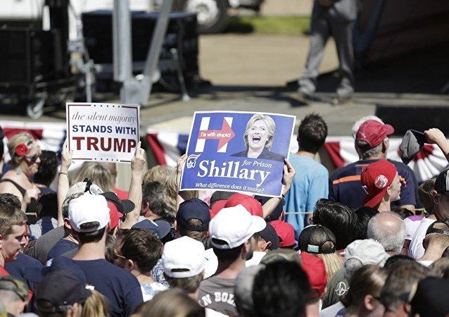 民调:57%美国人对希拉里和特朗普都不满意