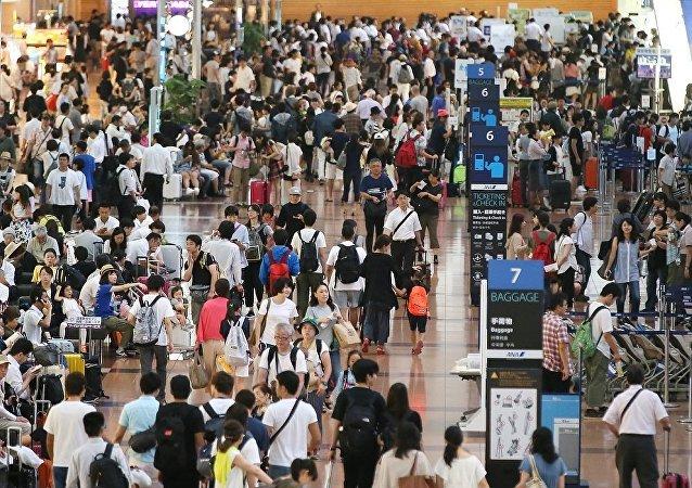 日本台风导致几百条航班和铁路客运列车被迫取消